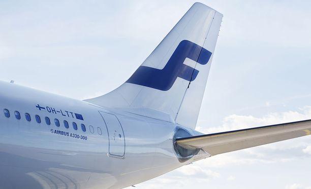 Tsekkiläislentäjä kärähti juopumuksesta kesken koulutuksen, kun hänen oli määrä lentää Finnairin lennon mukana Souliin tutustuakseen Czech Airlinesin käyttöön tuleviin uusiin lentokoneisiin. Finnairin henkilökunnalle Airbus 330 -koneet olivat jo tuttuja ja siksi Finnair Flight Academy oli valikoitunut lentäjien kouluttajaksi. Kuvituskuva.