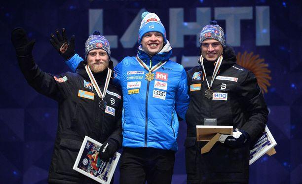 Mitalikolmikko vasemmalta lukien: Martin Johnsrud Sundsby, Iivo Niskanen, Niklas Dyrhaug.