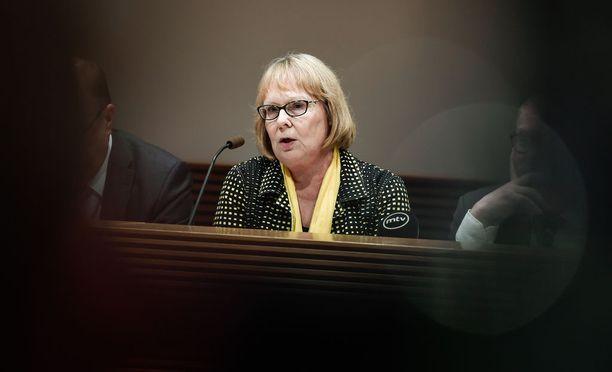 Vasemmistoliiton Annika Lapintie johtaa eduskunnan perustuslakivaliokuntaa.