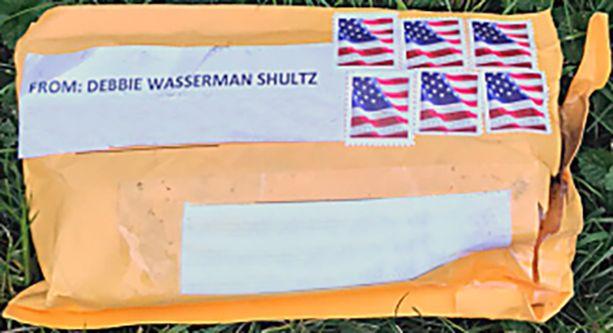 Liittovaltion poliisin julkaisema kuva yhdestä pommikuoresta.