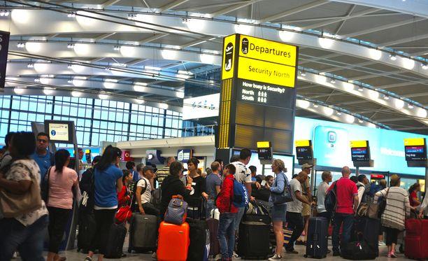 Scotland Yard on pidättänyt suomalaismiehen Lontoon Heathrow'n lentokentältä. Kuvituskuva.