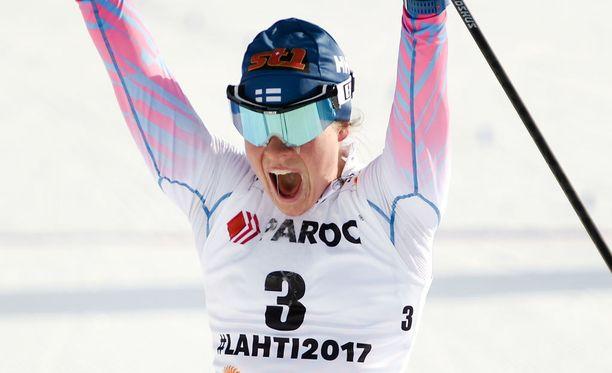 Krista Pärmäkoski tuuletti Lahden loppusuoralla uransa viidettä MM-mitalia. Neljä aikaisempaa oli tullut viesteistä ja parisprinteistä. Lisäksi Pärmäkoski oli mukana Sotshin olympiahopeaa voittaneessa viestijoukkueessa.