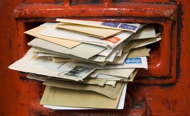 Sisarukset hämmentyivät luettuaan vanhempien vanhoja kirjeitä.
