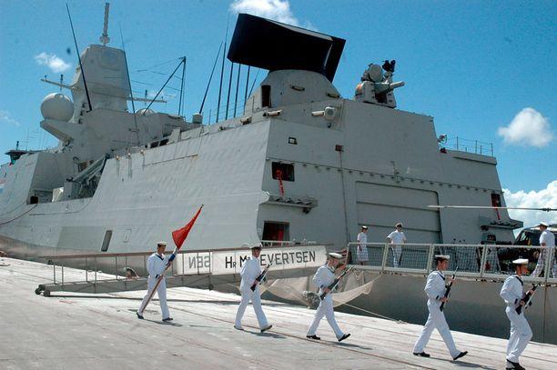 Ohjusfregatti HNLMS Evertsen Mombasan satamassa vuonna 2008.
