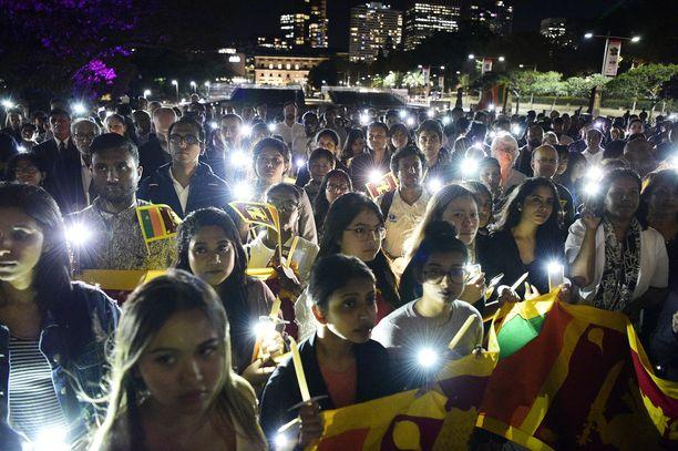 Uhrien muistoksi järjestettiin kynttilämarssi Sydneyssä Australiassa 26. huhtikuuta.