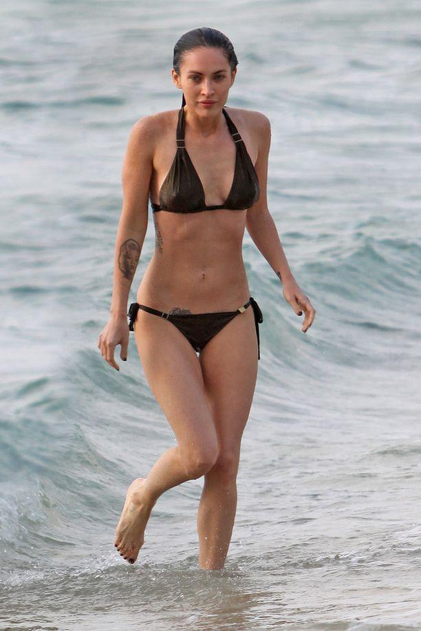 Vuonna 2010 Fox esitteli upeaa vartaloaan Hawaijilla.