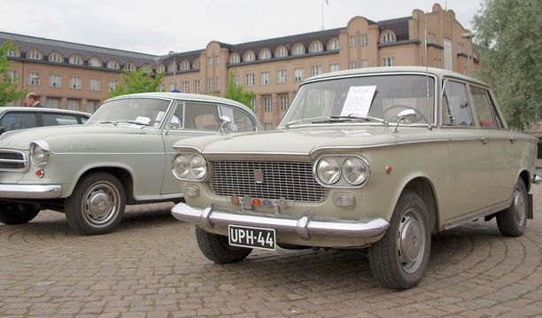 Fiat 1300 1966. 4-sylinteriä, 1295 cc, 70 hv SAE, 140 km/h.