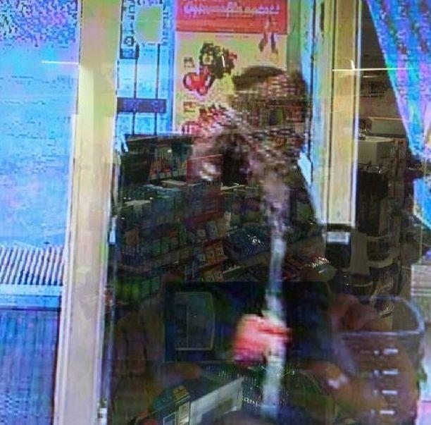Koskelan kaupunginosassa osoitteessa Tullimiehentie 2 sijaitseva vähittäiskauppaliike ryöstettiin astalolla uhaten 14.10. kello 10.