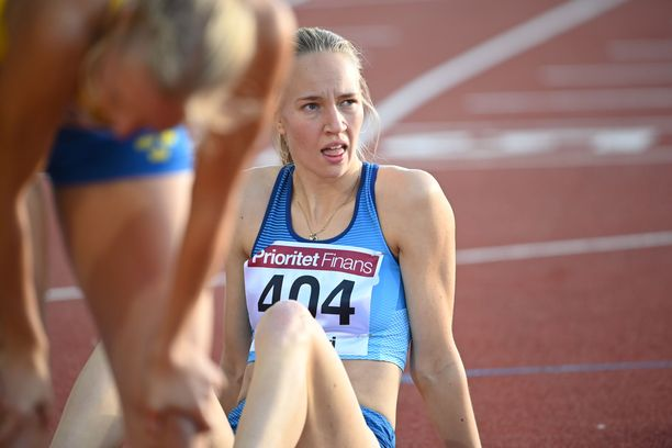 Mette Baas rutisti 400 metrin loppumetreillä väkisin Moa Hjelmerin ohi.