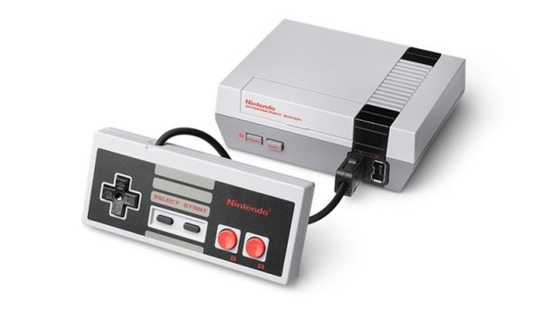 Uuteen Nintendo-painokseen on esiasennettu 30 peliä. Uusia pelejä ei siihen ilman laitteen hakkerointia voi asentaa.