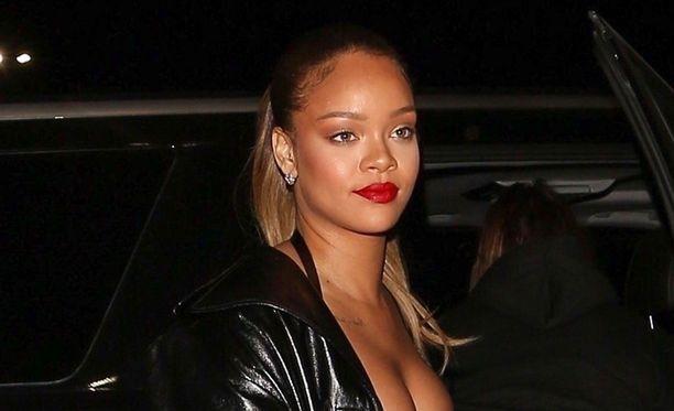 Rihanna on surun murtama.