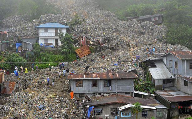 Jätteitä on tonneittain.