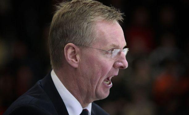 Kari Jalonen luotsasi maanantaina HIFK:n välieriin.