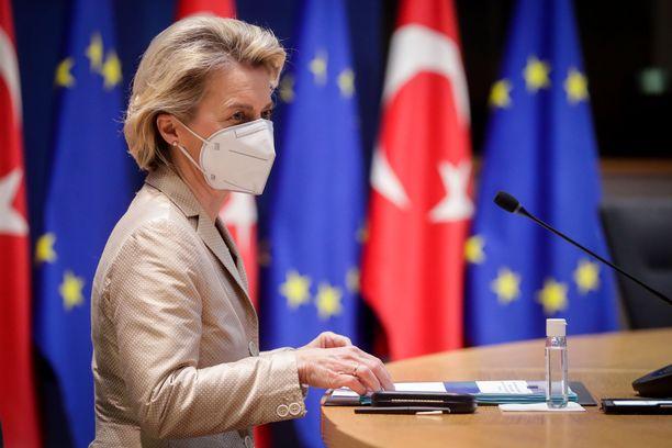 Euroopan komission puheenjohtaja Ursula von der Leyenin mukaan EU:n kansalaisille pitää varmistaa rokotteiden saanti.