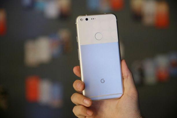 Pixel on ensimmäinen Googlen puhelin, joka on brändätty pelkästään Googlen logolla. Google ilmoitti luopuvansa muiden laitevalmistajien kanssa yhdessä tehdystä Nexus-sarjastaan.