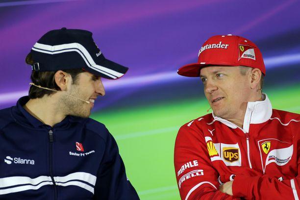 Nuori Antonio Giovinazzi ja kokenut Kimi Räikkönen ovat tallikavereita Alfa Romeolla alkavalla kaudella.