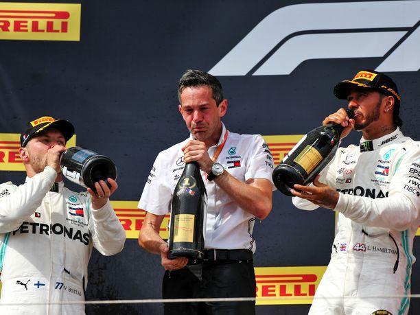 Lewis Hamilton on päässyt kuohujuoman makuun F1-kauden kaikissa kahdeksassa osakilpailussa. Valtteri Bottas on joutunut olemaan kuivin suin vain Kanadassa, kun hän jäi aika-ajojen epäonnistumisen johdosta neljänneksi.