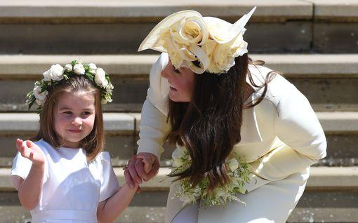 """Prinsessa Charlotten, 5, kirje Diana-mummolle koskettaa: """"Isällä on ikävä sinua"""""""