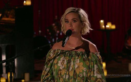 Katy Perryn synnytys lähestyy – kauniisti pyöristynyt raskausvatsa varasti huomion