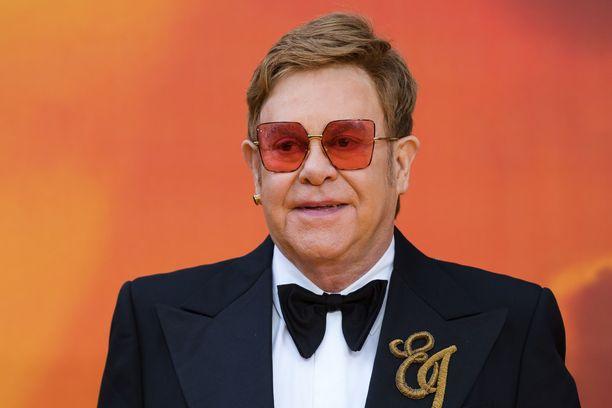Elton Johnin mielestä musiikki jäi harmillisesti taka-alalle uudessa Leijonakuningas-versiossa.