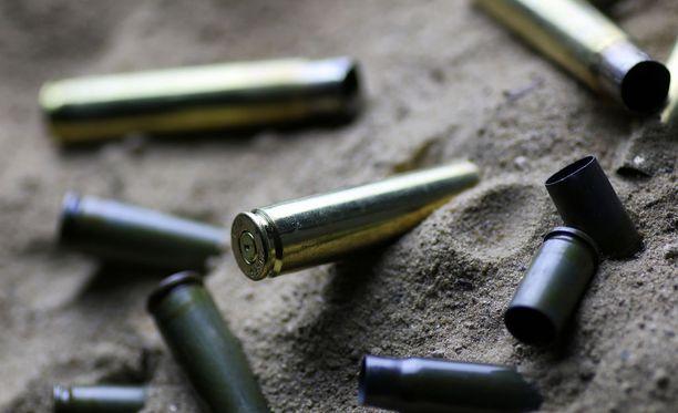 Hätäkeskukseen tulleen ilmoituksen perusteella pakalla ammuttiin useampia laukauksia. Kuvituskuva.