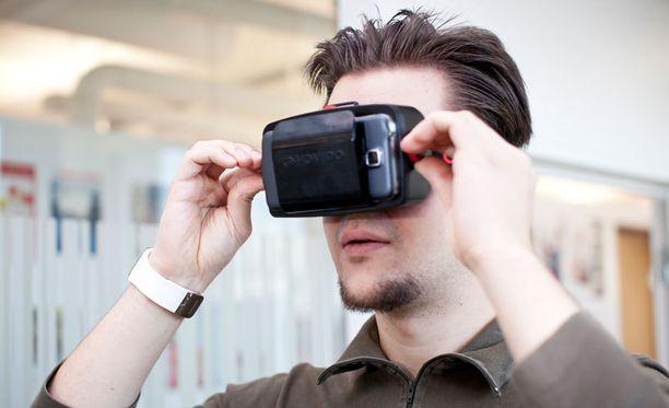Säätimillä muutetaan linssien tarkennusta ja puhelimen etäisyyttä silmistä.