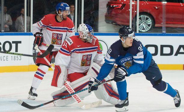 Jesse Puljujärvi ei onnistunut ohittamaan Petr Mrazekia.