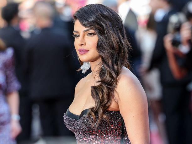 Intialaisnäyttelijä Priyanka Chopra saapui Rocketman-elokuvan ensi-iltaan Cannesissa tällaisessa lookissa.