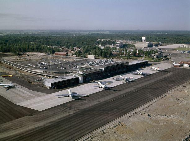 Ilmakuva Helsingin lentoasemasta vuodelta 1969.