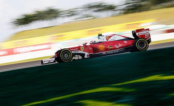 Kimi Räikkönen ei pystynyt taistelemaan Red Bulleja tai Mercedestä vastaan.