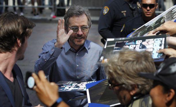 """Bryan Cranston """"Walter White"""" fanien ympäröimänä San Diegossa, Kaliforniassa heinäkuussa. Hän vieraili tuolloin Conan O'Brienin show'ssa."""