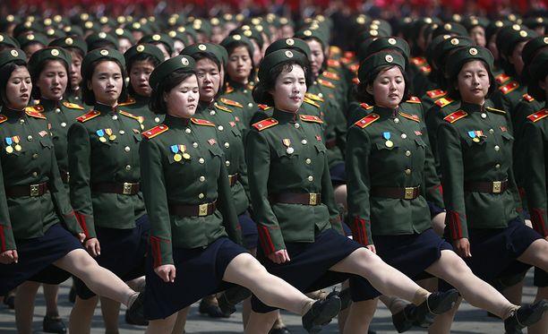 Paraatien tarkoitus on esitellä sotilasmahtia sekä omalle väelle että ulkomaille.