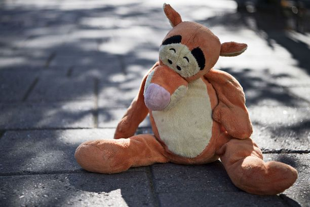 7-vuotias Aatu kuoli pakettiauton ajettua hänen päälleen koulumatkalla.
