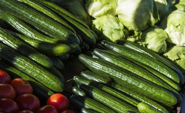 Lännen Media kertoo, että Suomen peruskoululaiset voivat syksystä lähtien koulupäivän aikana syödä EU-tuettuja vihanneksia, hedelmiä ja marjoja.