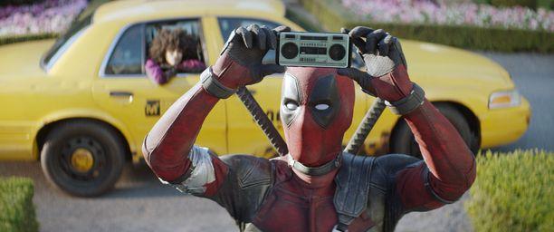 Ryan Reynolds näyttelee supersankari Deadpoolia kahdessa elokuvassa.