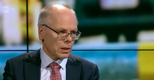 Juha Tuominen vaatii kovia otteita turistimatkalta palaaville suomalaisille.