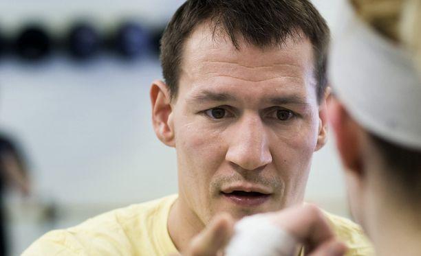 Amin Asikaisen valmentama nyrkkeilylahjakkuus kuoli auto-onnettomuudessa keskiviikkoaamuna.