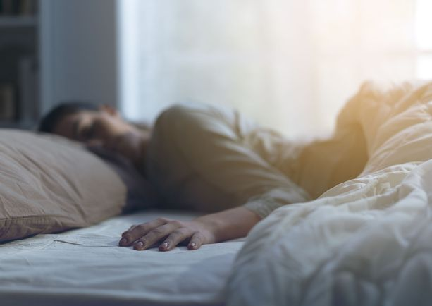 Uniterapeutti Susan Pihl antaa jokaiselle lohduttavan neuvon: kaikille tulee huonoja nukkumisöitä, mutta tärkeää olisi nukkua pitkällä tähtäimellä hyvin.