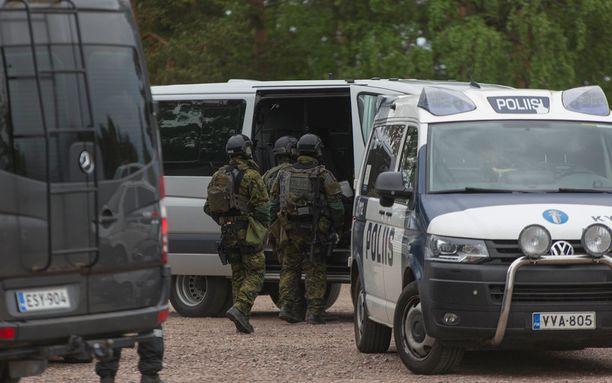 Murtomiehiä jahdattiin poliisin lisäksi Puolustusvoimien ja Rajavartiolaitoksen voimin torstaina-illalla.