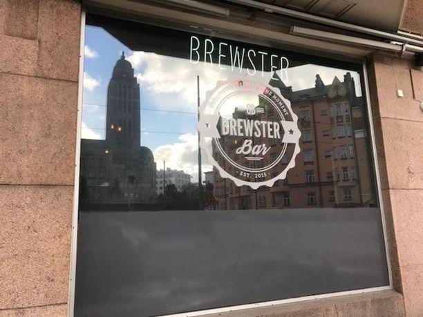 Esimerkiksi Helsingin Brewster Bar on Valviran rekisterin mukaan ilmoittanut pidentävänsä anniskeluaikaa.