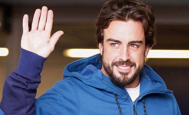 Fernando Alonso odottaa kuumeisesti lupaa ajaa taas F1-autoa.