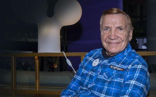 """Eino Grön, 80, ei suunnittele avoliittoa naisystävänsä kanssa - Marjatta-vaimo hoitokodissa: """"Jouluaattona käyn hänen luonaan"""""""