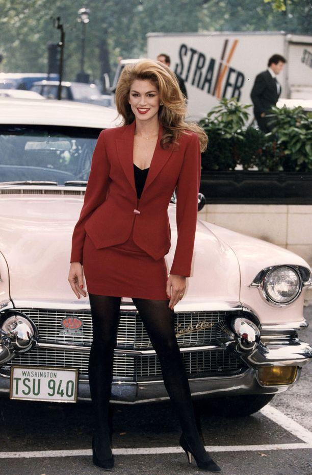 Cindy Crawford nousi yhdeksi 1990-luvun puhutuimmista malleista. Hän oli yksi supermalleista.