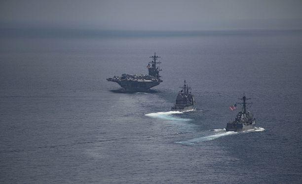 USA:n laivasto julkaisi 15.4. otetun kuvan, jossa laivasto-osasto on noin 5 000 kilometrin päässä Korean niemimaalta ja matkalla poispäin.