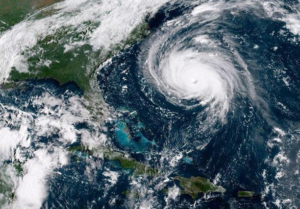 Kategorian 4 hurrikaanin odotetaan iskevän Yhdysvaltoihin perjantaina Suomen aikaa.