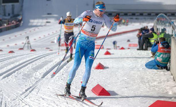 Iivo Niskasen vauhtiin vastasi vain kisan voittanut Martin Johnsrud Sundby (taustalla).