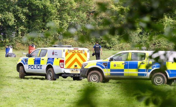 Paikalla nähtiin tiistaina useita poliiseja ja rikospaikkatutkijoita.