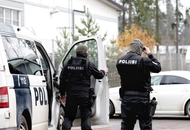Poliisi teki perjantaina 30. lokakuuta useita etsintöjä. Pääosa etsinnöistä tehtiin Lahden seudulla.