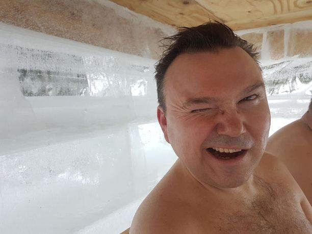 Saunafriikki Juha Lindbohm ihastui heti jääsaunaan.