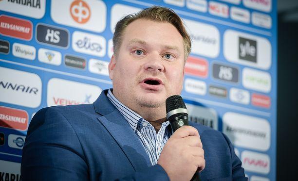Huippu-urheilujohtaja Rauli Urama kertoi ihmetystä herättäneestä pelaajavalintakäytännöstä.